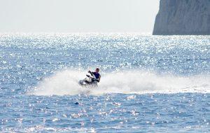 Jet ski en Cala Llamp.